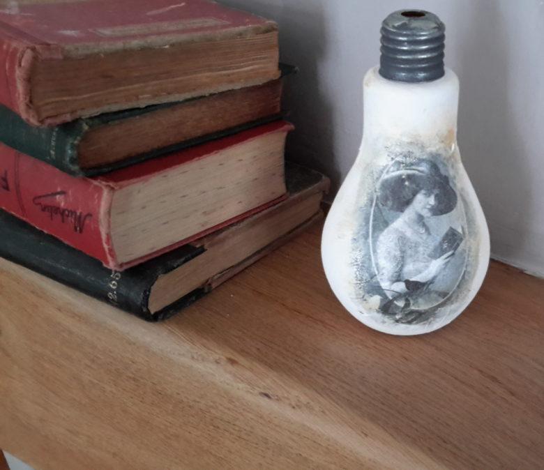 Ampoule decoree retro