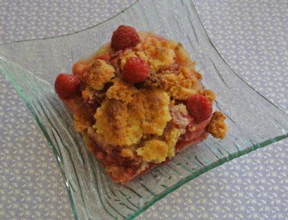 crumble rhubarbe, bananes, framboises